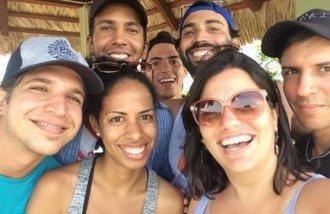 El equipo de 'Periodismo de Barrio' antes de llegar a Baracoa.